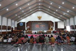 Prodi Pendidikan Bahasa dan Sastra Indonesia Dewasakan Karakter Mahasiswa Melalui Bahasa